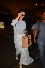 Kangana Ranaut snapped at airport on 23rd Aug 2016 (44)_57bd45b69fab2.JPG