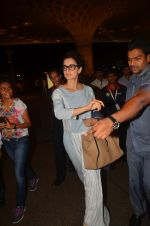 Kangana Ranaut snapped at airport on 23rd Aug 2016 (46)_57bd45bacb053.JPG