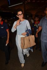 Kangana Ranaut snapped at airport on 23rd Aug 2016 (52)_57bd45c5652f8.JPG