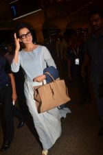 Kangana Ranaut snapped at airport on 23rd Aug 2016 (53)_57bd45c70ff11.JPG