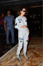 Kangana Ranaut snapped post Lakme show on 23rd Aug 2016 (1)_57bd47dd3c53a.JPG