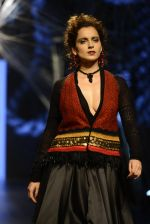 Kangana Ranaut walk the ramp for Tarun Tahiliani Show at Lakme Fashion Week 2016 on 23rd Aug 2016 (12)_57bd3d79d9e18.JPG