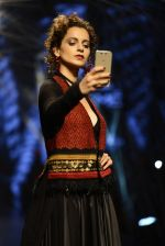 Kangana Ranaut walk the ramp for Tarun Tahiliani Show at Lakme Fashion Week 2016 on 23rd Aug 2016 (66)_57bd3b87e43f4.JPG