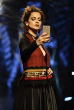 Kangana Ranaut walk the ramp for Tarun Tahiliani Show at Lakme Fashion Week 2016 on 23rd Aug 2016 (67)_57bd3b8b45061.JPG