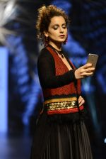Kangana Ranaut walk the ramp for Tarun Tahiliani Show at Lakme Fashion Week 2016 on 23rd Aug 2016 (69)_57bd3b9064621.JPG