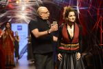 Kangana Ranaut walk the ramp for Tarun Tahiliani Show at Lakme Fashion Week 2016 on 23rd Aug 2016 (72)_57bd3b99720ee.JPG