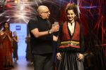 Kangana Ranaut walk the ramp for Tarun Tahiliani Show at Lakme Fashion Week 2016 on 23rd Aug 2016 (73)_57bd3b9c1f5d5.JPG