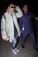 Karan Johar snapped at airport on 23rd Aug 2016 (10)_57bd460707bb4.JPG
