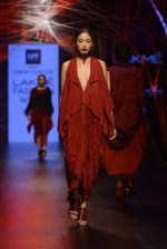 Model walk the ramp for Tarun Tahiliani Show at Lakme Fashion Week 2016 on 23rd Aug 2016 (27)_57bd3ad1afc9d.JPG