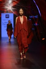 Model walk the ramp for Tarun Tahiliani Show at Lakme Fashion Week 2016 on 23rd Aug 2016 (28)_57bd3ad3d457b.JPG