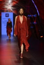 Model walk the ramp for Tarun Tahiliani Show at Lakme Fashion Week 2016 on 23rd Aug 2016 (29)_57bd3ad6176b3.JPG