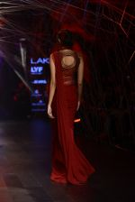 Model walk the ramp for Tarun Tahiliani Show at Lakme Fashion Week 2016 on 23rd Aug 2016 (101)_57bd3b8b9cfe8.JPG