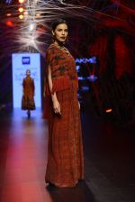 Model walk the ramp for Tarun Tahiliani Show at Lakme Fashion Week 2016 on 23rd Aug 2016 (113)_57bd3bb03dd3b.JPG