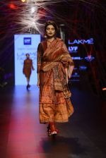 Model walk the ramp for Tarun Tahiliani Show at Lakme Fashion Week 2016 on 23rd Aug 2016 (124)_57bd3bd5ab3d0.JPG