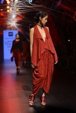 Model walk the ramp for Tarun Tahiliani Show at Lakme Fashion Week 2016 on 23rd Aug 2016 (35)_57bd3ae5b7bb2.JPG