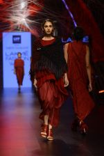 Model walk the ramp for Tarun Tahiliani Show at Lakme Fashion Week 2016 on 23rd Aug 2016 (36)_57bd3ae7cc4e2.JPG