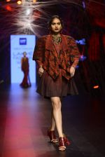 Model walk the ramp for Tarun Tahiliani Show at Lakme Fashion Week 2016 on 23rd Aug 2016 (84)_57bd3b5fe46ca.JPG