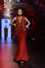 Model walk the ramp for Tarun Tahiliani Show at Lakme Fashion Week 2016 on 23rd Aug 2016 (96)_57bd3b7f24c45.JPG