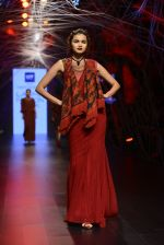Model walk the ramp for Tarun Tahiliani Show at Lakme Fashion Week 2016 on 23rd Aug 2016 (97)_57bd3b8181439.JPG