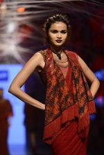 Model walk the ramp for Tarun Tahiliani Show at Lakme Fashion Week 2016 on 23rd Aug 2016 (98)_57bd3b842cd4a.JPG