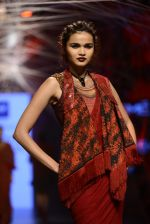 Model walk the ramp for Tarun Tahiliani Show at Lakme Fashion Week 2016 on 23rd Aug 2016 (99)_57bd3b86e83f9.JPG