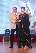 Raveena Tandon, Dharmendra at Entertainment Trade Awards on 23rd Aug 2016 (64)_57bd55b8dfaf6.JPG