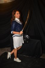 Sonakshi Sinha snapped post Siddharth Kanan_s interview on 23rd Aug 2016 (17)_57bd5ee23d0ae.JPG