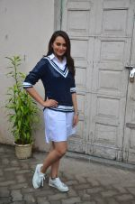 Sonakshi Sinha snapped post Siddharth Kanan_s interview on 23rd Aug 2016 (25)_57bd5ef3be7a1.JPG