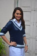 Sonakshi Sinha snapped post Siddharth Kanan_s interview on 23rd Aug 2016 (29)_57bd5f055c617.JPG