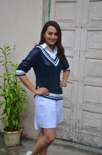 Sonakshi Sinha snapped post Siddharth Kanan_s interview on 23rd Aug 2016 (31)_57bd5f0985305.JPG