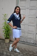 Sonakshi Sinha snapped post Siddharth Kanan_s interview on 23rd Aug 2016 (35)_57bd5f1c2ef7d.JPG