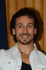 Tiger Shroff at The Flying Jatt promotions on 23rd Aug 2016 (137)_57bd540e7c0d1.JPG