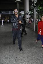 Arjun Kapoor back from cape town on 24th Aug 2016 (12)_57beb55acab87.JPG