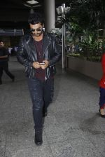 Arjun Kapoor back from cape town on 24th Aug 2016 (8)_57beb56553624.JPG