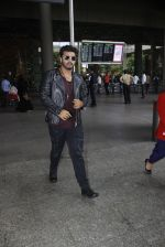 Arjun Kapoor back from cape town on 24th Aug 2016 (9)_57beb5512ce1d.JPG
