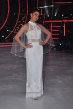 Jacqueline Fernandez on the sets of jhalak dikhhla jaa 9 on 24th Aug 2016 (162)_57bec24b9a12c.JPG