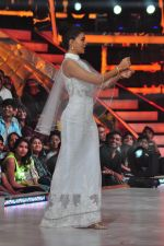 Jacqueline Fernandez on the sets of jhalak dikhhla jaa 9 on 24th Aug 2016 (203)_57bec26420e49.JPG