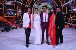 Karan Johar on the sets of jhalak dikhhla jaa 9 on 24th Aug 2016 (140)_57bec27308e13.JPG