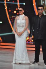 Karan Johar on the sets of jhalak dikhhla jaa 9 on 24th Aug 2016 (142)_57bec2771f198.JPG