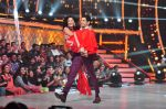 Katrina Kaif and Sidharth Malhotra promote Bar Bar Dekho on the sets of jhalak dikhhla jaa 9 on 24th Aug 2016 (180)_57bec3835726f.JPG