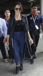 Shraddha Kapoor back from cape town on 24th Aug 2016 (23)_57beb577668af.JPG