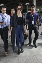 Shraddha Kapoor back from cape town on 24th Aug 2016 (24)_57beb57bb13d4.JPG