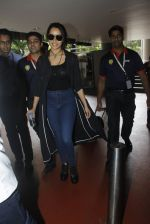 Shraddha Kapoor back from cape town on 24th Aug 2016 (25)_57beb588493ca.JPG