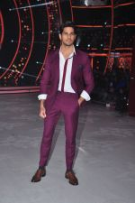 Sidharth Malhotra promote Bar Bar Dekho on the sets of jhalak dikhhla jaa 9 on 24th Aug 2016 (224)_57bec2fa6acf0.JPG