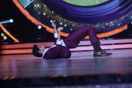Sidharth Malhotra promote Bar Bar Dekho on the sets of jhalak dikhhla jaa 9 on 24th Aug 2016 (225)_57bec2fc7d395.JPG