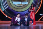 Sidharth Malhotra promote Bar Bar Dekho on the sets of jhalak dikhhla jaa 9 on 24th Aug 2016 (226)_57bec2ff0bbc1.JPG