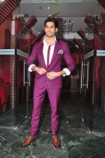 Sidharth Malhotra promote Bar Bar Dekho on the sets of jhalak dikhhla jaa 9 on 24th Aug 2016 (234)_57bec314615a9.JPG