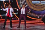 Sidharth Malhotra promote Bar Bar Dekho on the sets of jhalak dikhhla jaa 9 on 24th Aug 2016 (238)_57bec31e391dc.JPG