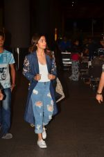 Alia Bhatt snapped at airport on 25th Aug 2016 (15)_57bff79b54cb1.JPG