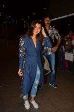 Alia Bhatt snapped at airport on 25th Aug 2016 (18)_57bff7a244942.JPG
